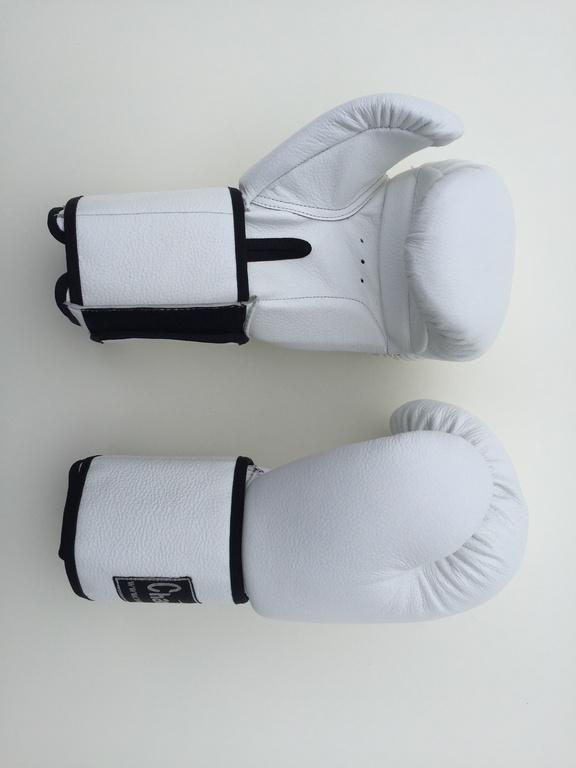 Перчатки для бокса на широком манжете бело-черные